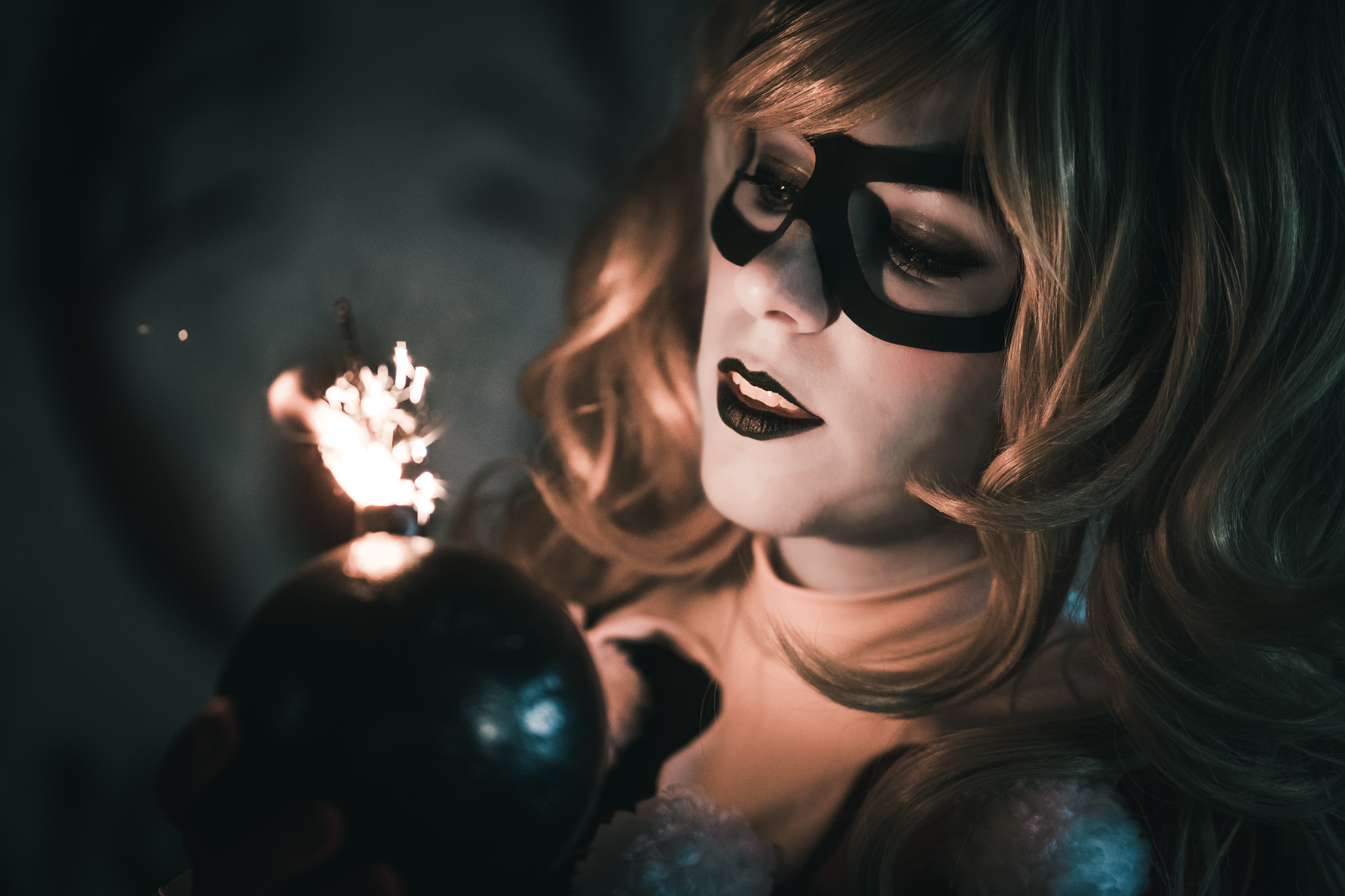 cosplayer impersonifying Harley Quinn, famous Marvel chacacter